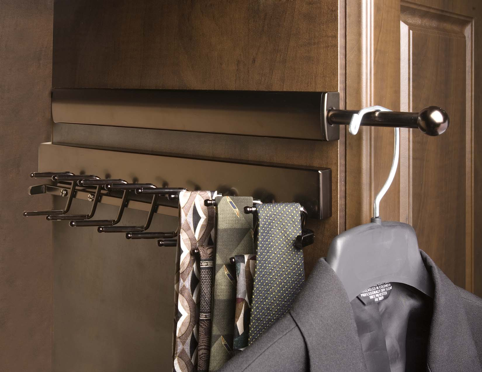 Superieur Oil Rubbed Bronze Valet Rod And Tie Rack With Ties And Jacket